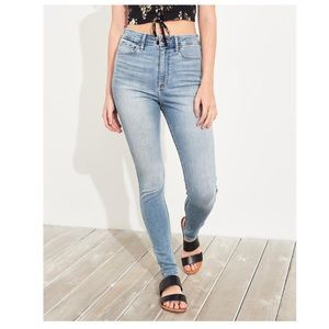 •Hollister Highrise Skinny Jeans•